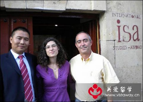 北京关爱留学王总与萨拉曼卡大学学术部负责人合影